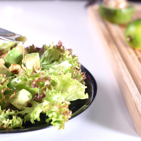 Салат с авокадо и орехами