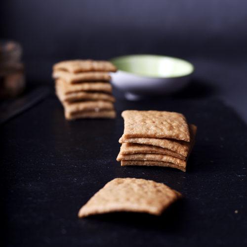 Цельнозерновые крекеры на закваске рецепт | Блог Naturally в глуши
