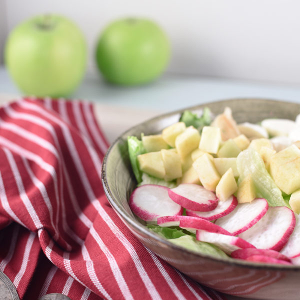 Салат с редисом и моцареллой рецепт | Блог Naturally в глуши