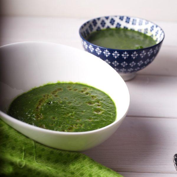 Суп со шпинатом, петрушкой и семенами базилика