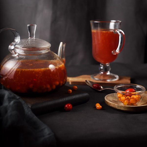 Чай с облепихой, шиповником и черной смородиной