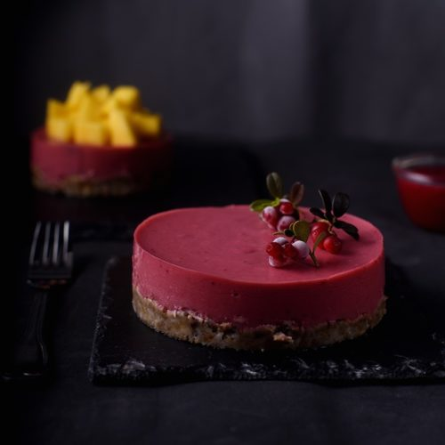 Десерт с брусникой и манго на агар-агаре без выпечки