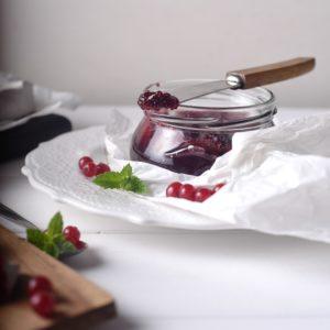 Желе из красной смородины с мятой без сахара на сиропе топинамбура